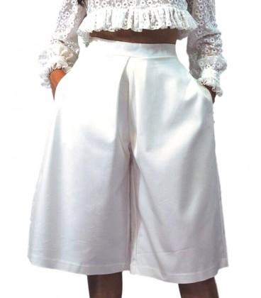 falda pantalon blanco modelo palazzo de cintura alta y pierna ancha. Ropa y moda de mujer